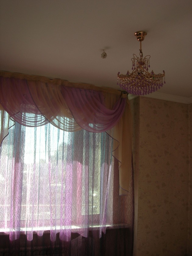 .And so to sleep… I suspect the landlady was alone or had been at the Snow Queen when she snaffled up these bargain drapes for the bedroom.