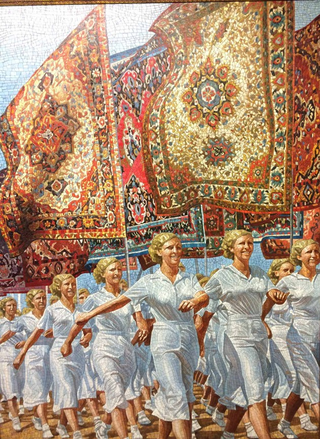 Ukrainian artist Anatoliy Gankevich has invented a particular style of painting – an imitation of mosaic as seen in his work Russians Are Coming 2 at the Erarta Museum.