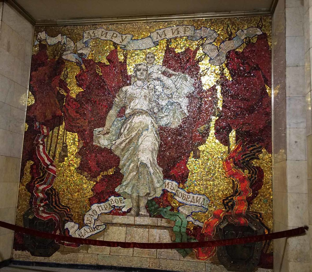 At the end of the platform in The Avtovo (А́втово ) station part of the Kirovsko-Vyborgskaya Line is a magnificent mosaic representing the Leningrad Blockade during World War 2